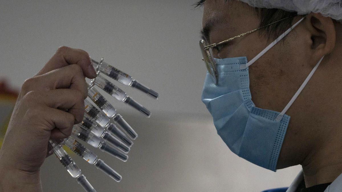 V Japonsku se tajně nechali naočkovat čínskou vakcínou šéfové velkých firem