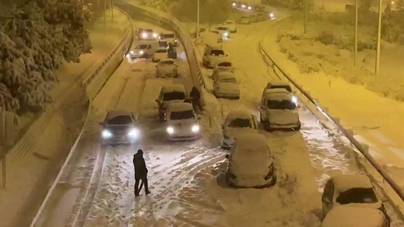 Sněhová bouře paralyzovala život ve Španělsku.