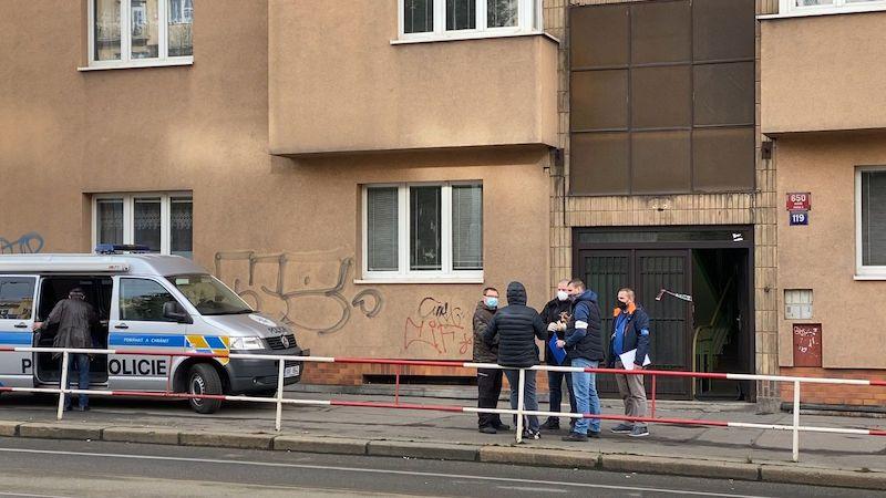 Muže zadrženého po smrti ženy na pražském Smíchově obvinili z vraždy