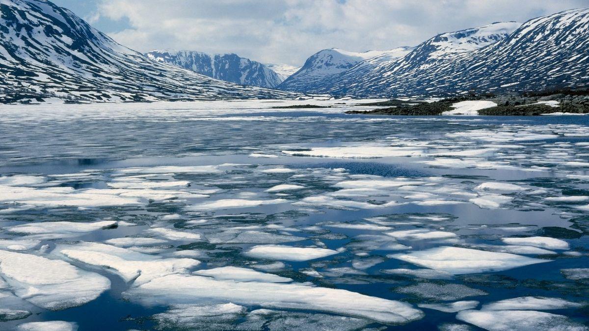 Úbytek ledu na Zemi se od 90. let nečekaně zrychlil. Hladiny moří rostou, varuje studie