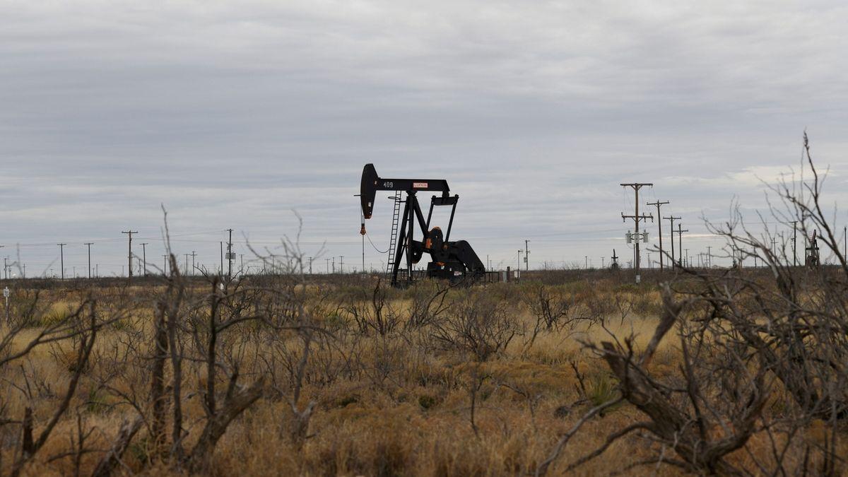 Obnova těžby ropy v Texasu potrvá nejméně dva týdny
