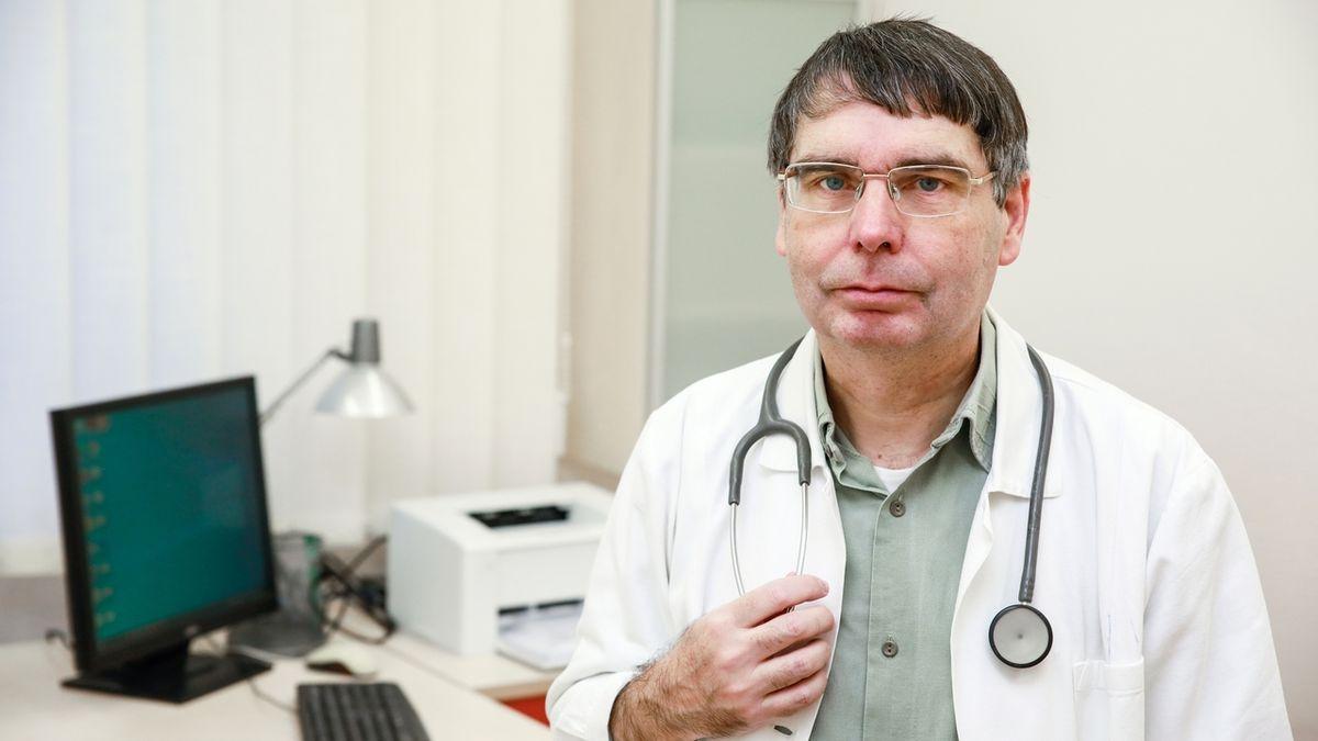 Jedna dávka může stačit, měřili jste špatně. Imunolog cupuje jihočeskou studii