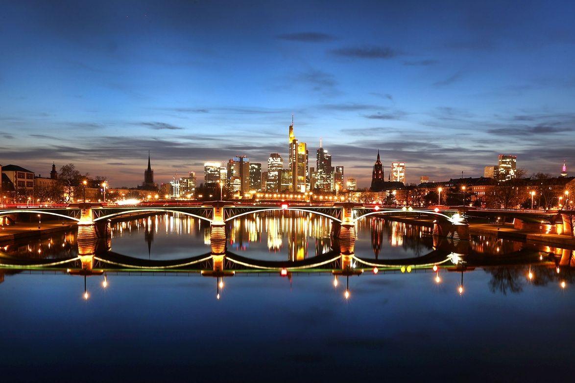 Na ilustračním snímku panorama Frankfurtu nad Mohanem
