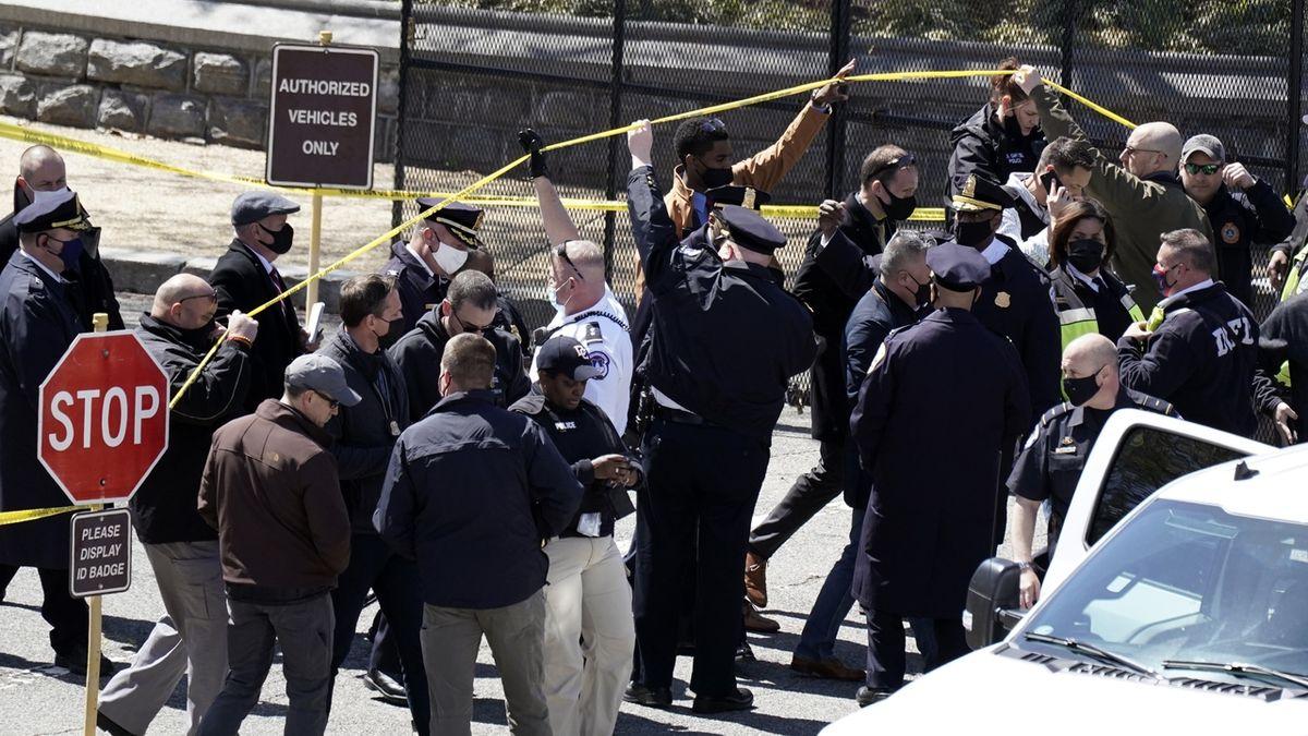 Útočníka u Kapitolu zastřelili, pobodaný policista zemřel