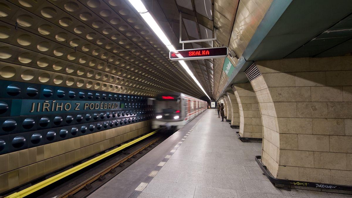 Zákaz nočního vycházení se ruší, metro ale déle jezdit nebude