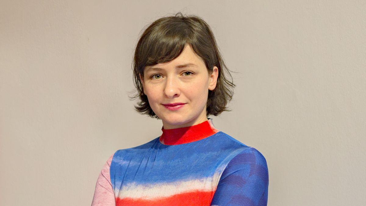 Chybí nám odvaha nosit barvy, říká návrhářka Tereza Rosalie Kladošová