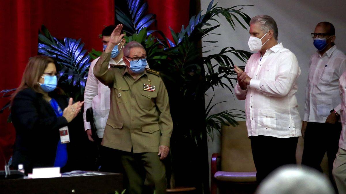 Éra Castrů končí. Otěží se na Kubě ujímá Díaz-Canel
