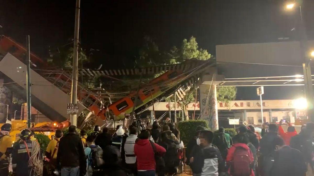 Metro v Mexiku se zřítilo i s nadjezdem na ulici, 20 mrtvých