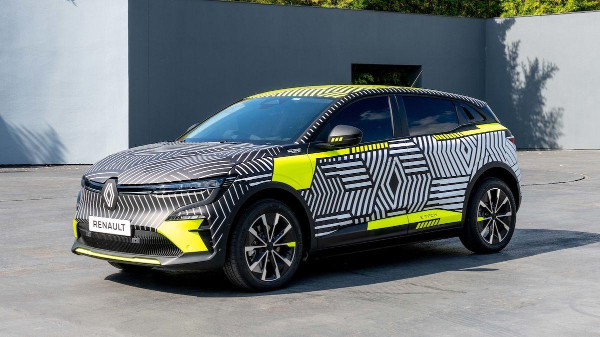 Renault ukazuje mégane v maskování, nese nové logo značky