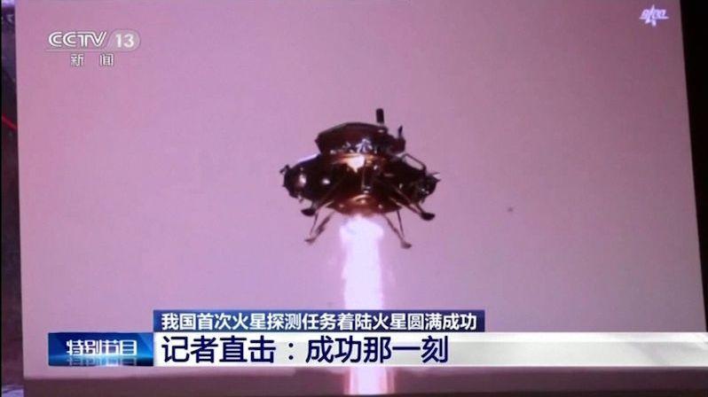 Na Marsu přistál čínský modul s vozítkem