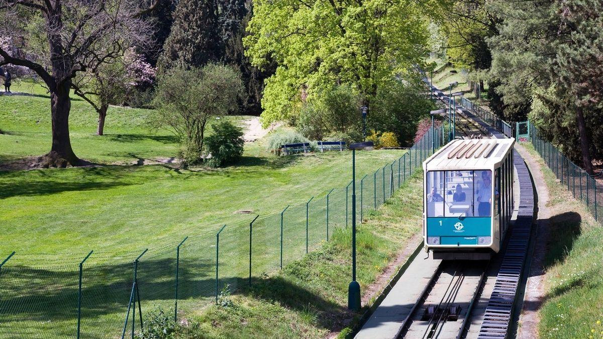 Lanovka na Petřín byla loni nejnavštěvovanějším turistickým cílem