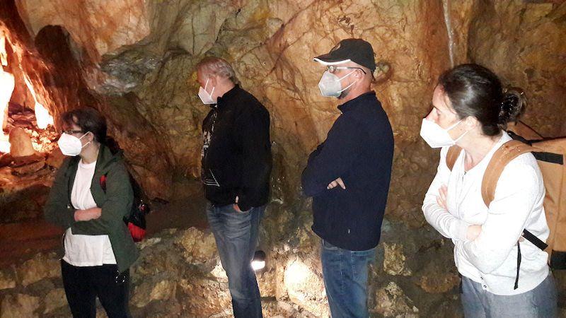 Turisté už opět míří i do jeskyní