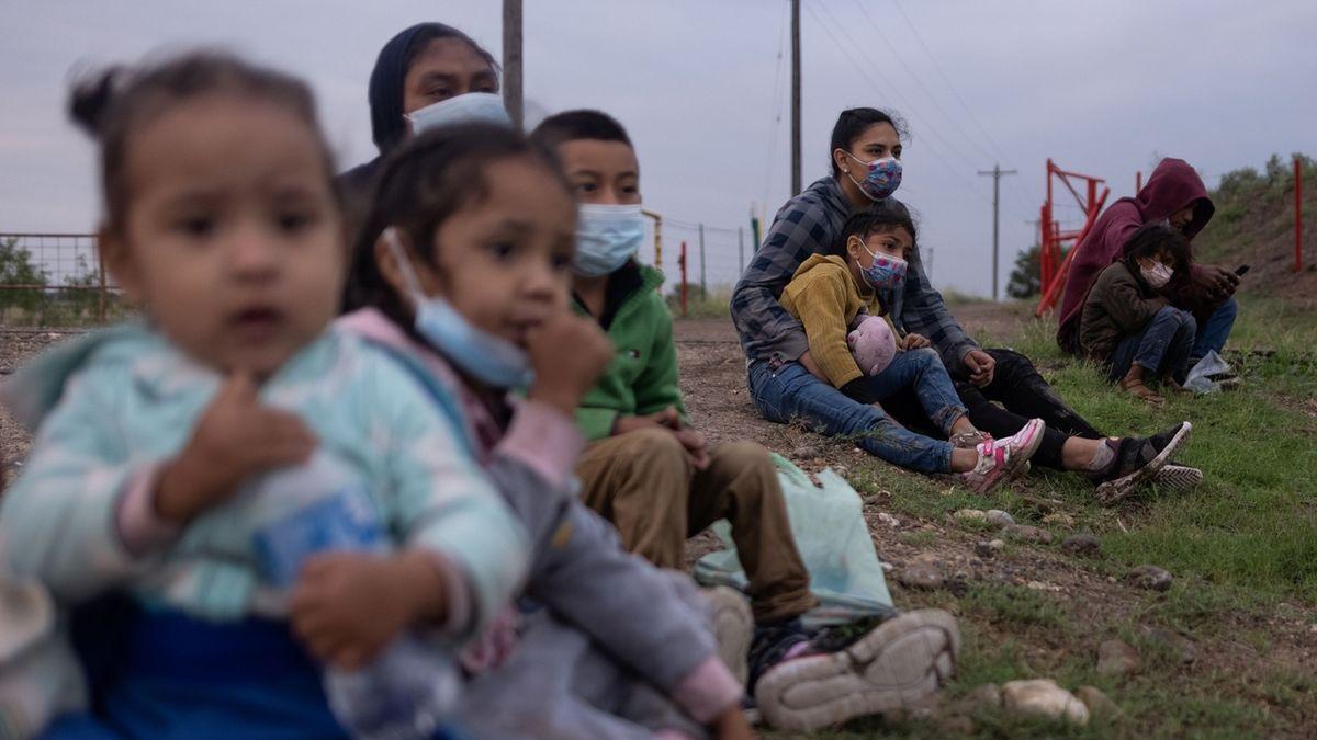 Farmář našel na svém ranči pět malých migrantek. Byly hladové a vyzáblé