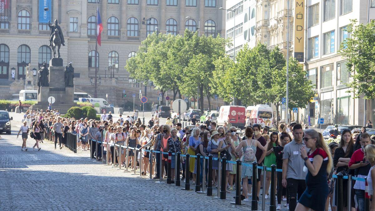 Fronty mají v Česku velkou tradici. Podívejte se, na co všechno se stály po Listopadu