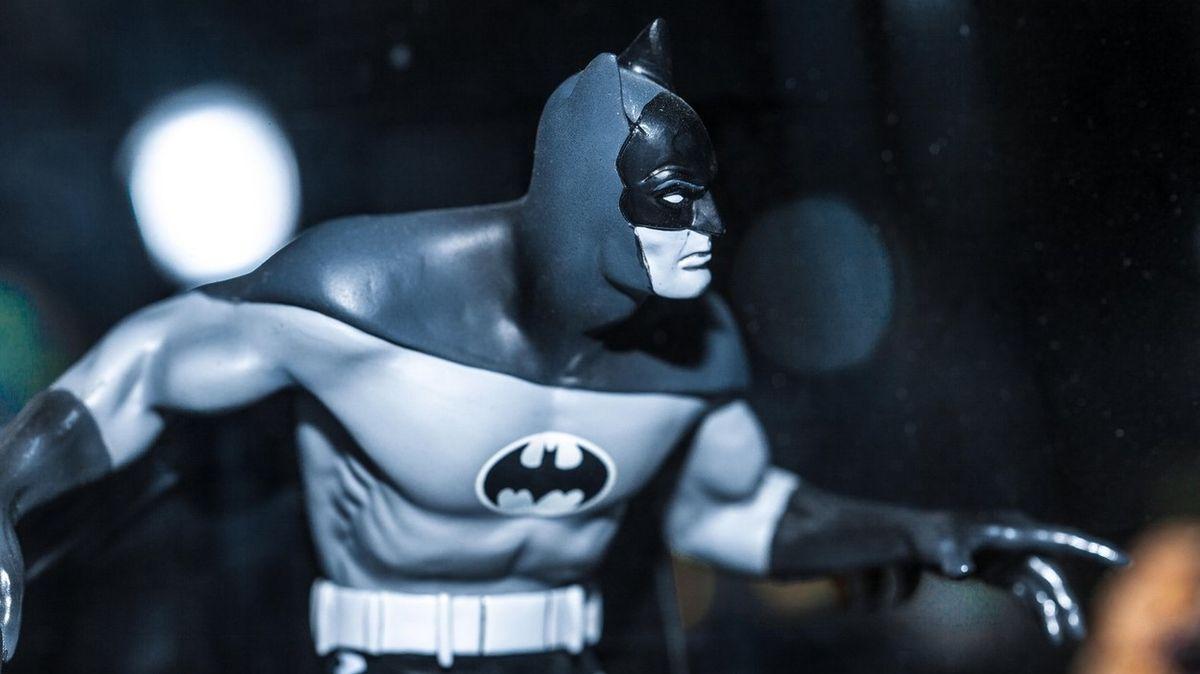 Batman měl orálně uspokojovat Catwoman a začala názorová válka