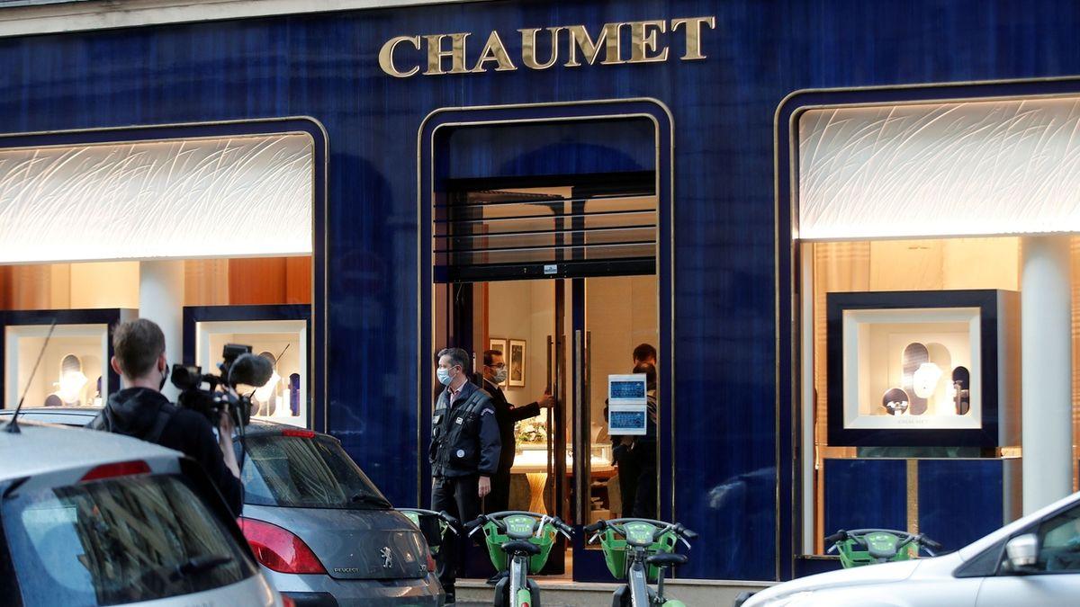 Lupič odnesl z klenotnictví v centru Paříže šperky za desítky milionů. Odjel na koloběžce