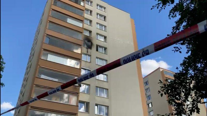 Požár panelákového bytu v Praze plného odpadků nepřežila žena