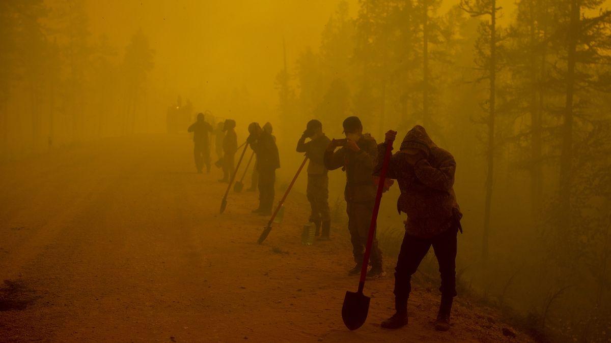Ruské úřady kvůli požárům evakuují další vesnice na Sibiři