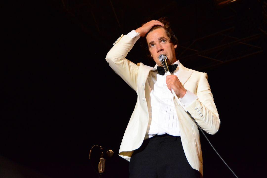 Zpěvák The Hives Pelle Almqvist byl nejvýraznější personou kapely.