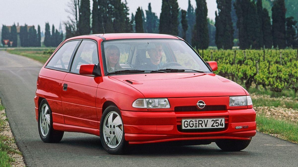 Opel Astra je již 30 let jedním z největších konkurentů Volkswagenu Golf