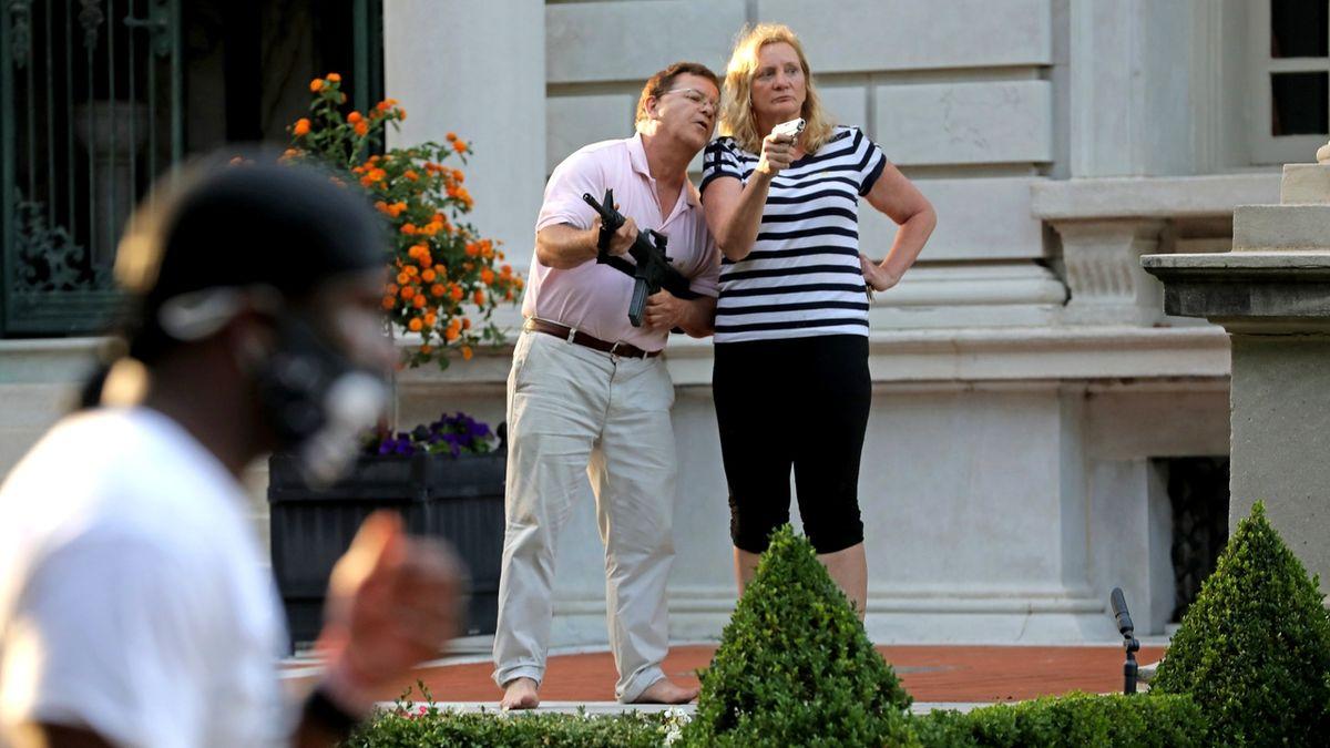 Americký právník, který mířil na demonstranty, chce do Senátu