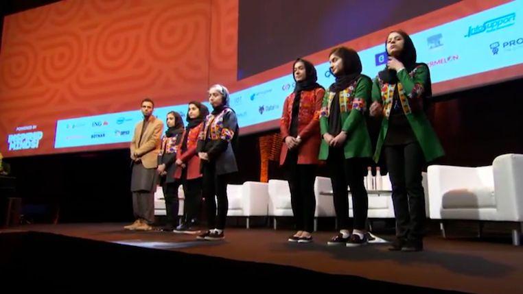 Dívky hýčkané jako symbol svobodného Afghánistánu volají o pomoc
