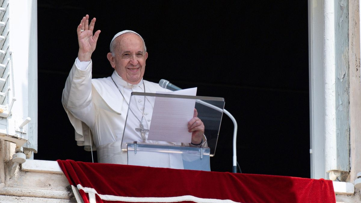 Papežovu operaci provázely komplikace