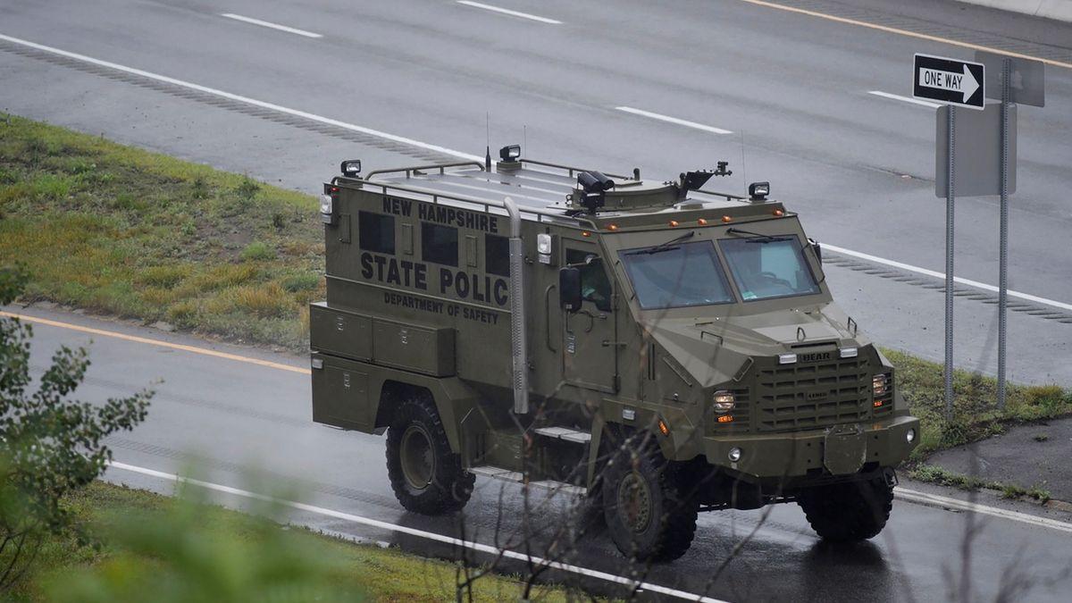 Policie u Bostonu uzavřela dálnici kvůli po zuby ozbrojené hordě v maskáčích