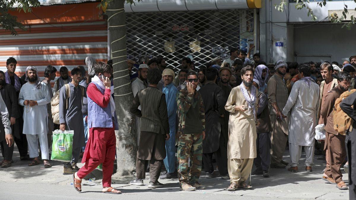 Kdo z Afghánců nebyl kontaktován, toho se pomoc ČR netýká, vzkazuje Metnar