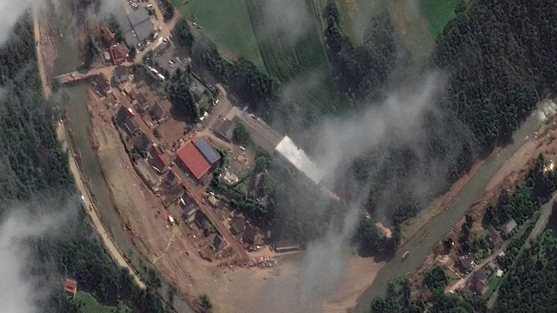 Před a po. Satelitní záběry odhalují skutečný rozsah zkázy na řece Ahr