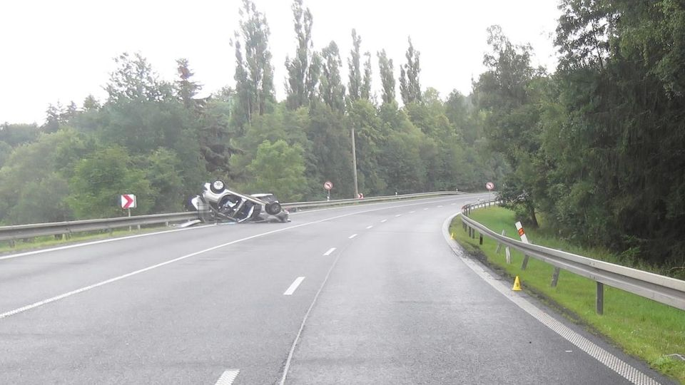 Nehodu, při níž zemřela matka s dítětem, způsobil smyk na mokré silnici