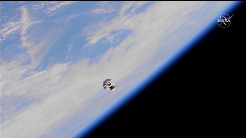 Dragon přivezl na ISS robotickou paži, beton, zmrzlinu a mravence