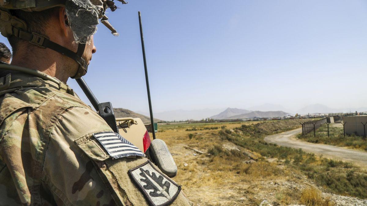 Při útoku v Kábulu zahynuli američtí vojáci, chybělo jim pár hodin do odletu
