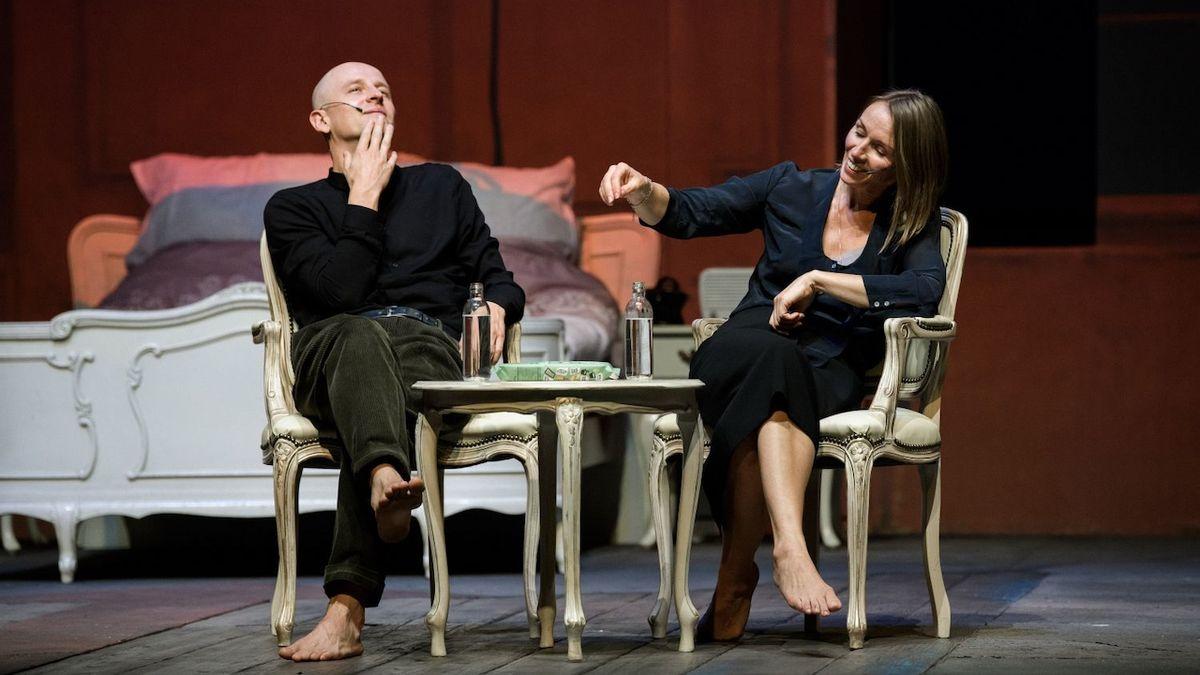 RECENZE: Austerlitz Krystiana Lupy je výsostným divadlem