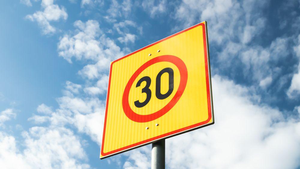 Paříž omezila maximální rychlost na 30 km/h