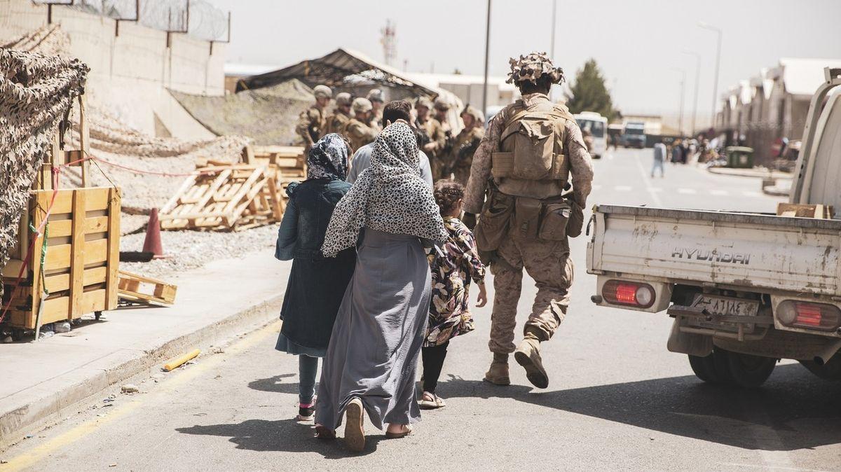 Británie plánuje tento týden z Afghánistánu odvézt dalších 6000 lidí