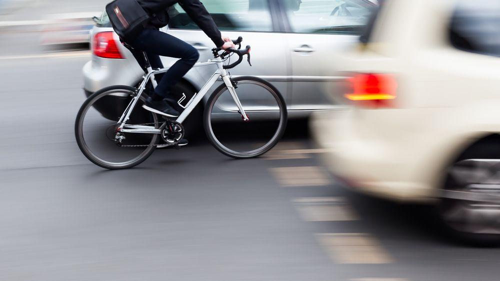 Jeden a půl metru od cyklisty: Kdy povinný odstup neplatí a jaké hrozí pokuty