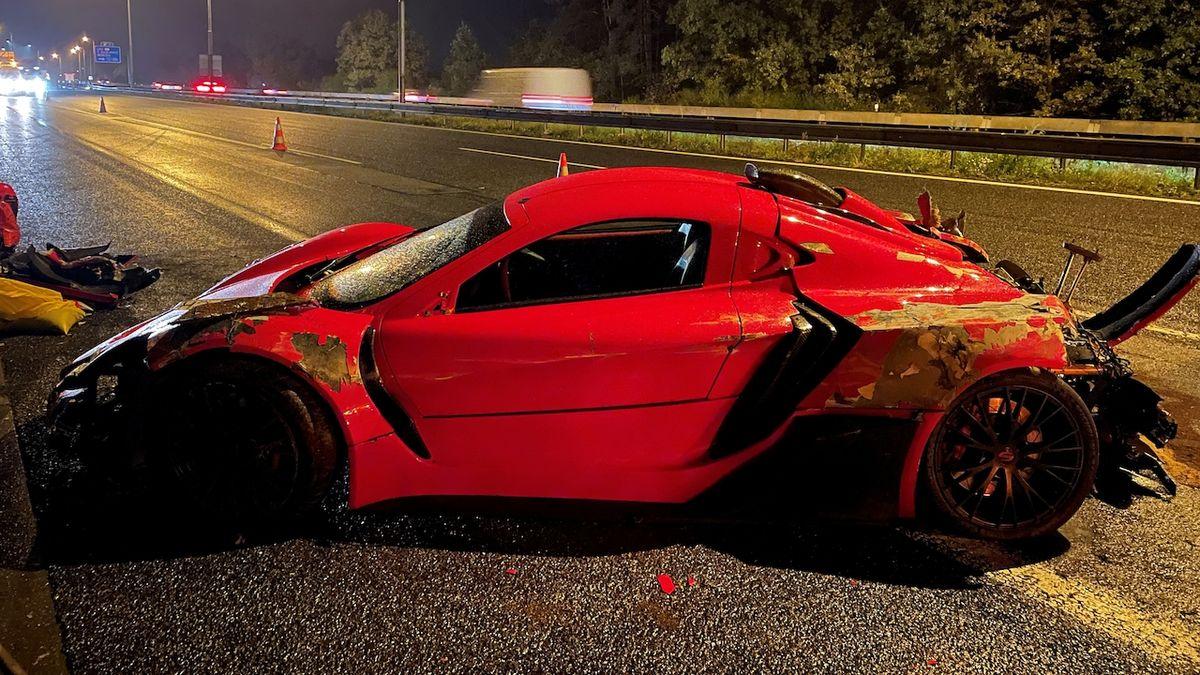 Na dálnici D1 havaroval v supersportu majitel automobilky, která je vyrábí