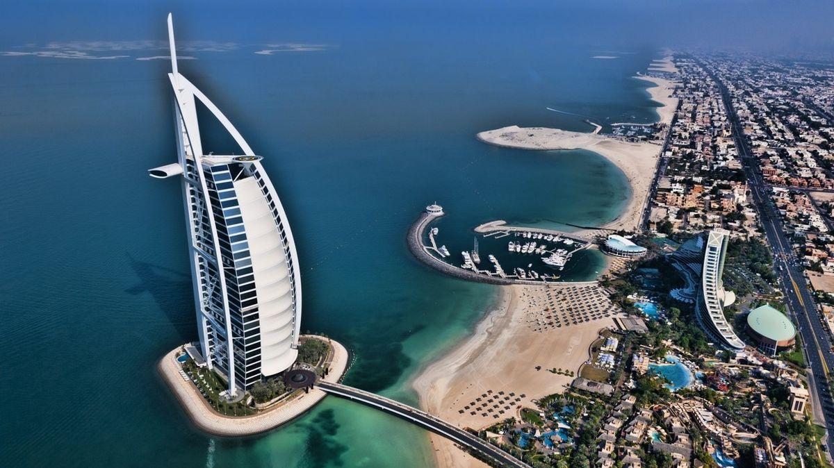 Hotel Burdž al-Arab je jedním ze symbolů Dubaje.