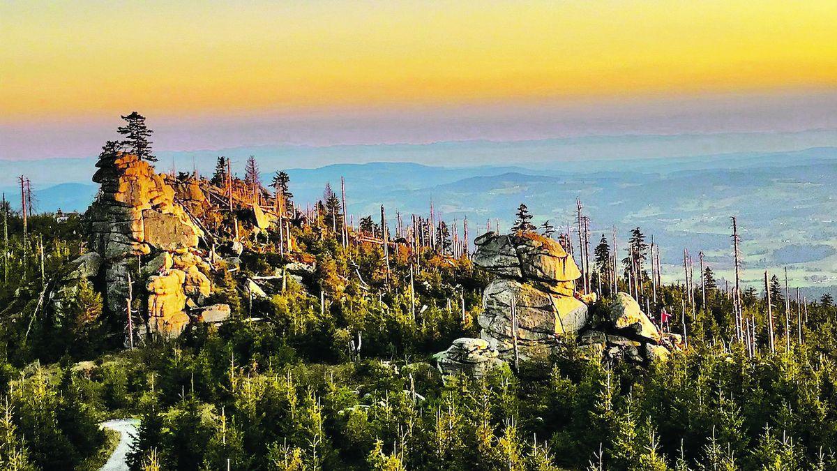 Babí léto na Třístoličníku nabízí úchvatné výhledy na Šumavu i Alpy
