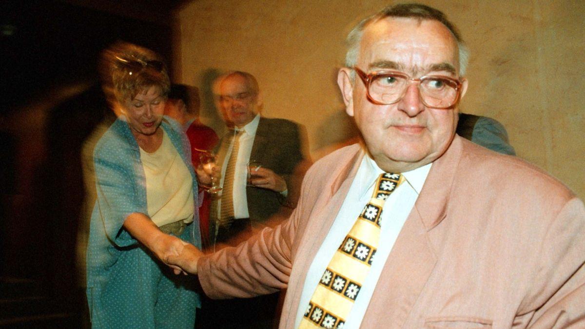 Cenu za celoživotní mistrovství v kategorii činohra, muži dostal in memoriam herec Karel Urbánek (na archivním snímku z 13. června 1999).