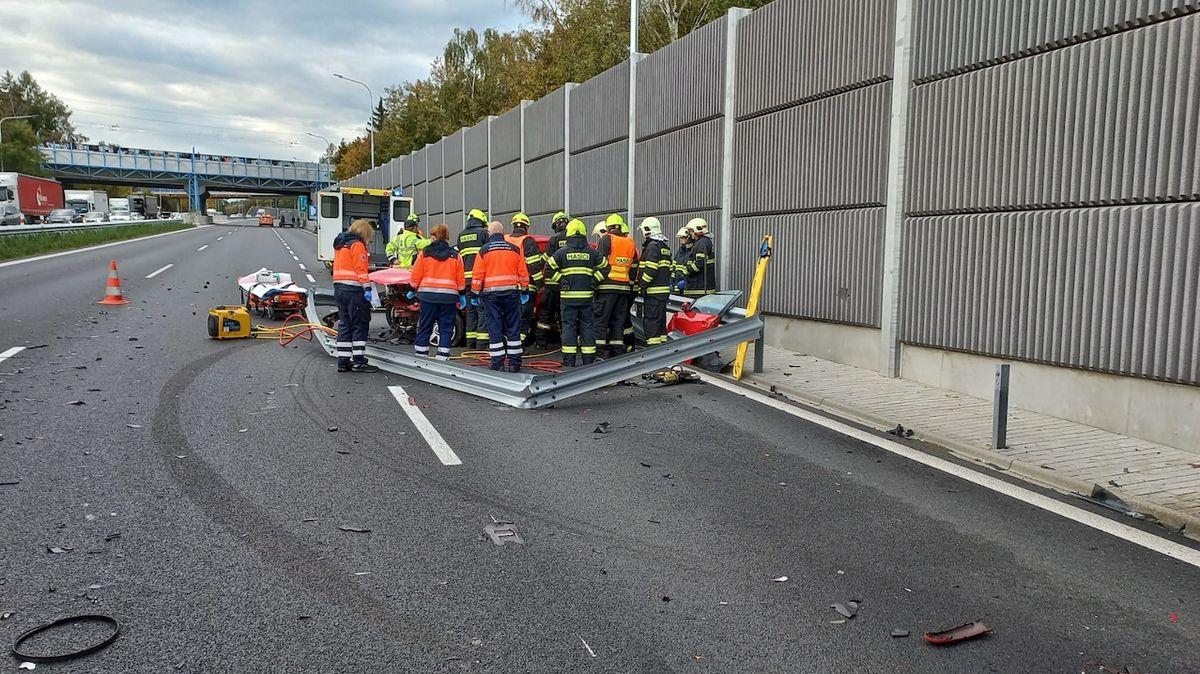 Vážná nehoda na dálnici D1 u Mirošovic