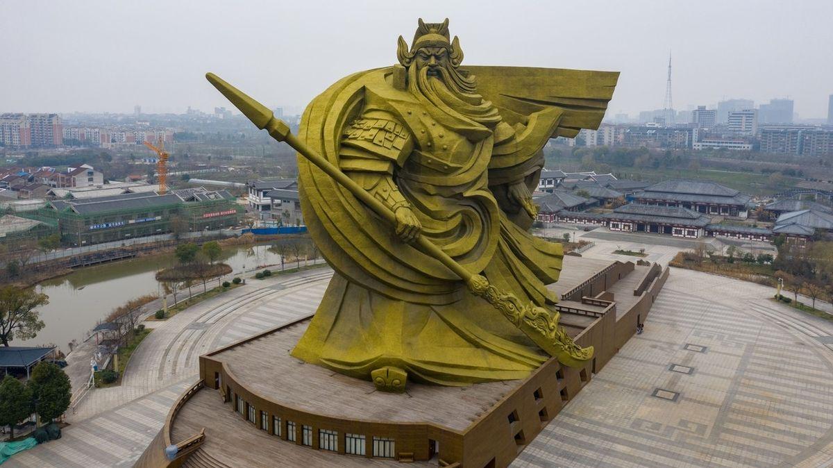 Obří socha v Číně vyšla na miliony. Místním se ale nelíbí a bude se přesouvat