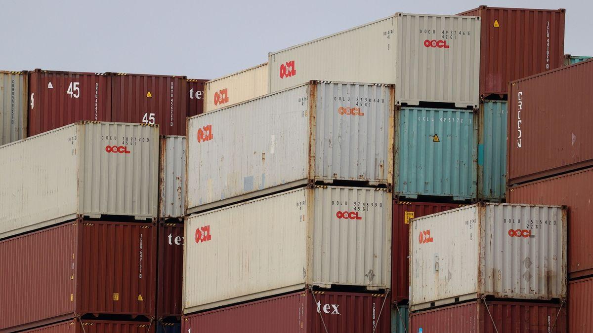 Zahraniční obchod ČR v květnu skončil v přebytku 6,3 miliardy