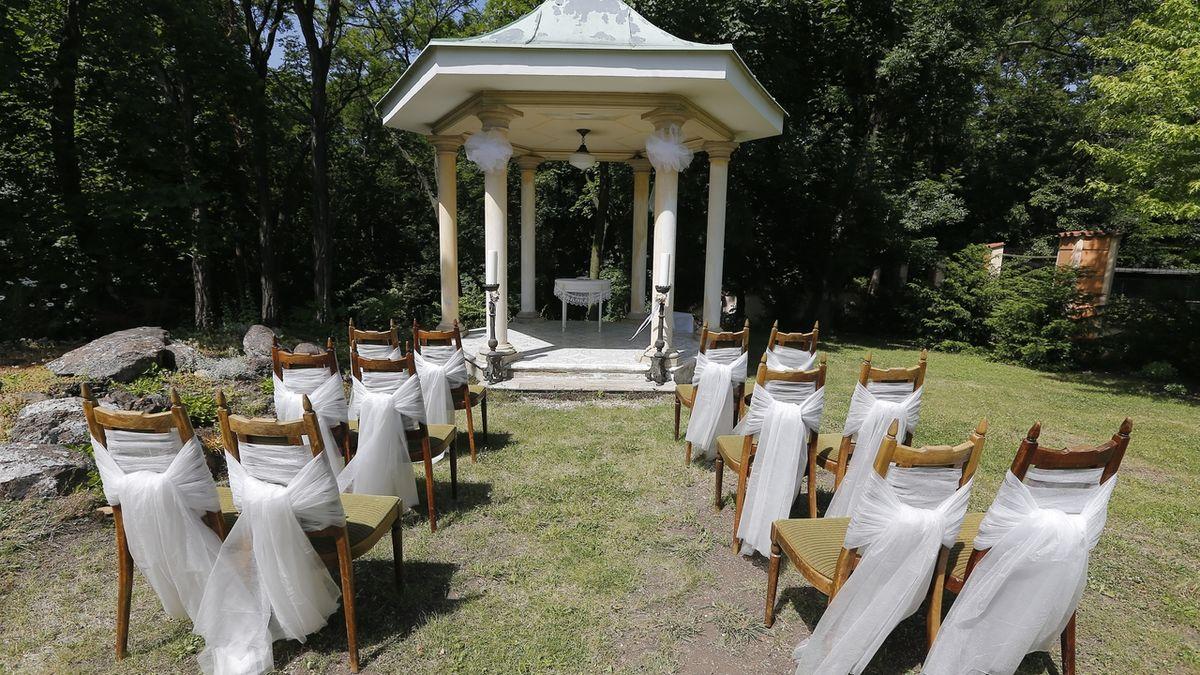 Kvůli pandemii ubylo svateb