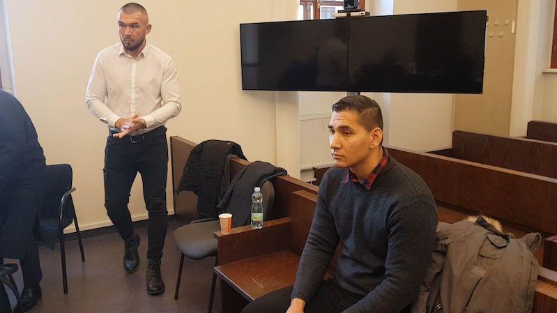 Boxerský šampion půjde za těžké zranění hosta v erotickém klubu znovu před soud