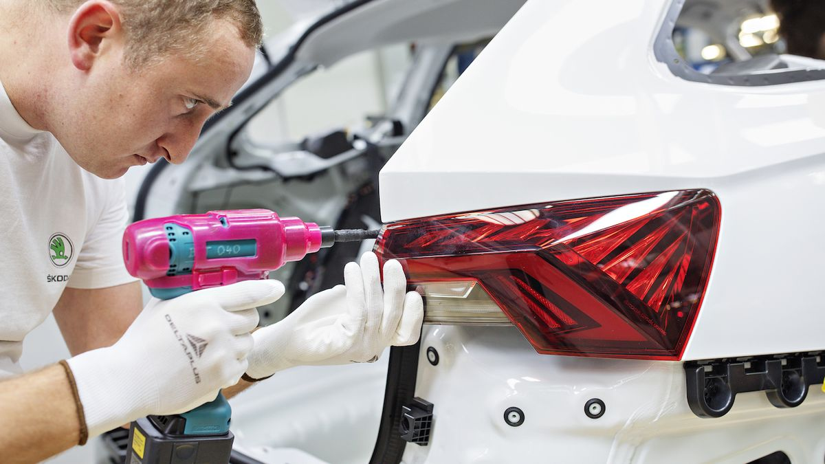 Škoda Auto ruší další směny. Zaměstnanci dostanou více peněz, než kdyby pracovali