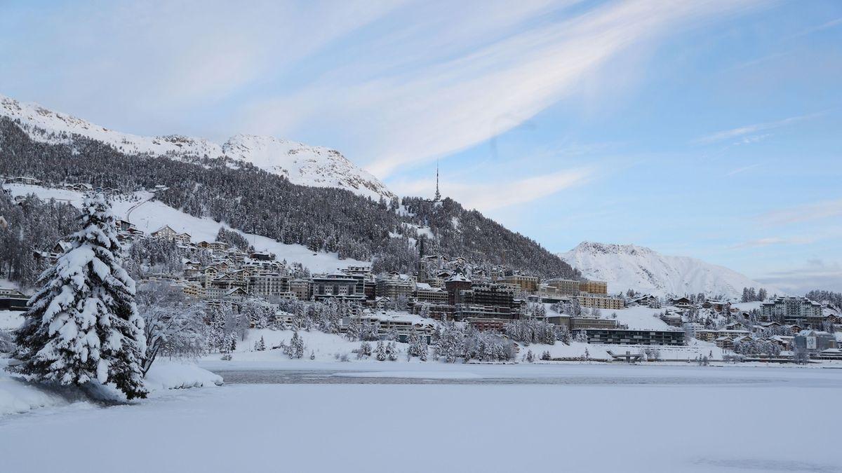 Milovníci lyžování mají smůlu. Čechy čeká ve Švýcarsku 10 dnů karantény