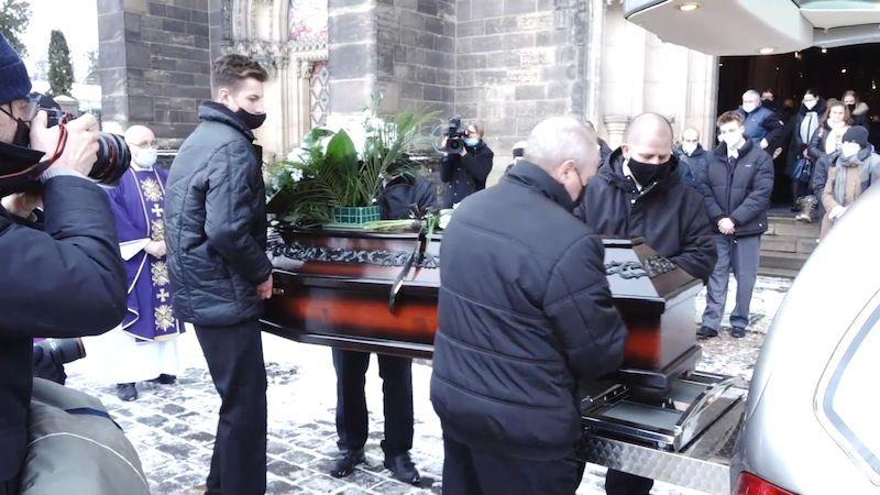 Lidé se rozloučili se zesnulým režisérem Františkem Filipem
