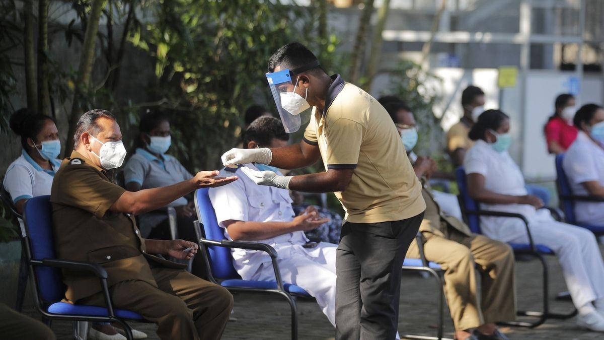 Kouzelný lektvar ministryni zdravotnictví Srí Lanky neochránil, teď má covid